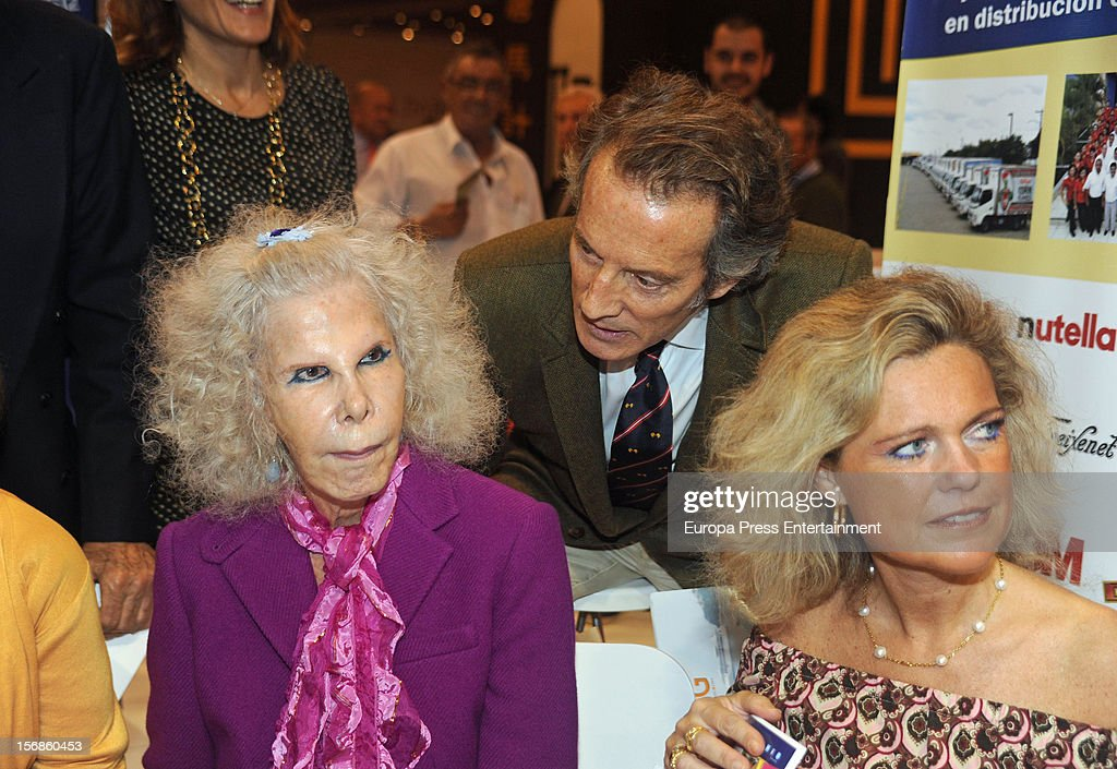 Dukes of Alba <a gi-track='captionPersonalityLinkClicked' href=/galleries/search?phrase=Cayetana+Fitz-James+Stuart&family=editorial&specificpeople=6090682 ng-click='$event.stopPropagation()'>Cayetana Fitz-James Stuart</a> (L) and <a gi-track='captionPersonalityLinkClicked' href=/galleries/search?phrase=Alfonso+Diez&family=editorial&specificpeople=6697714 ng-click='$event.stopPropagation()'>Alfonso Diez</a> attend 'SICAB 2012' exhibition on November 22, 2012 in Seville, Spain.