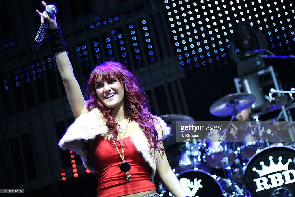 """102.7 KIIS FM """"Jingle Ball"""" 2006"""
