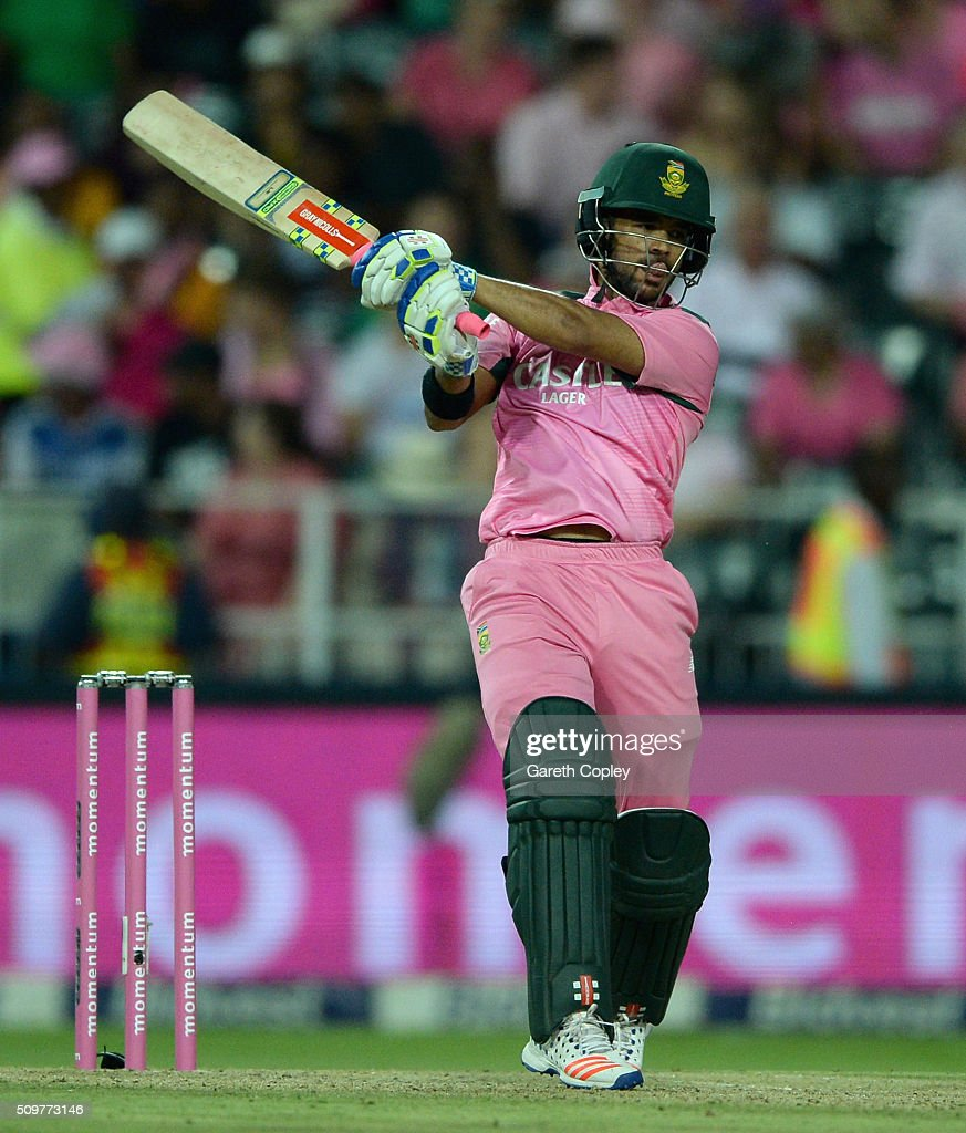 <a gi-track='captionPersonalityLinkClicked' href=/galleries/search?phrase=JP+Duminy&family=editorial&specificpeople=3640895 ng-click='$event.stopPropagation()'>JP Duminy</a> of South Africa bats during the 4th Momentum ODI between South Africa and England at Bidvest Wanderers Stadium on February 12, 2016 in Johannesburg, South Africa.