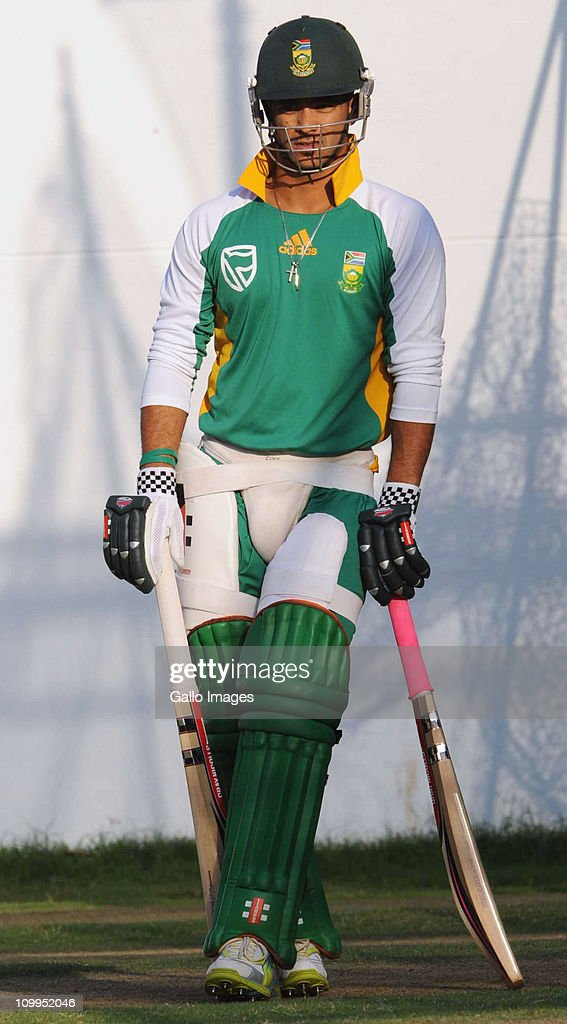 <a gi-track='captionPersonalityLinkClicked' href=/galleries/search?phrase=JP+Duminy&family=editorial&specificpeople=3640895 ng-click='$event.stopPropagation()'>JP Duminy</a> of South Africa looks on during a Proteas nets session at VCA Stadium on March 11, 2011 in Nagpur, India.