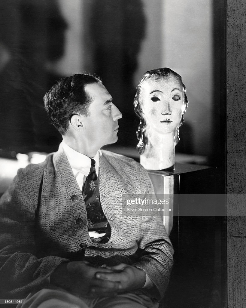 A dummy head appears to wink at American comic actor and filmmaker Buster Keaton (1895 - 1966), circa 1925.