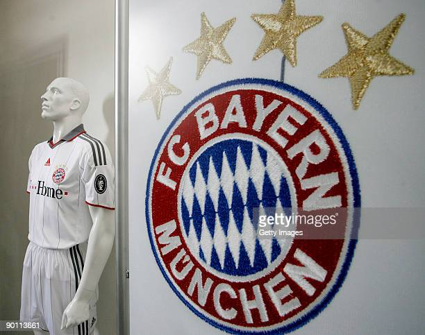 A dummy model wearing the new FC Bayern Muenchen Champions League jersey for the upcoming season 2009/2010 is pictured next to the FC Bayern Muenchen...