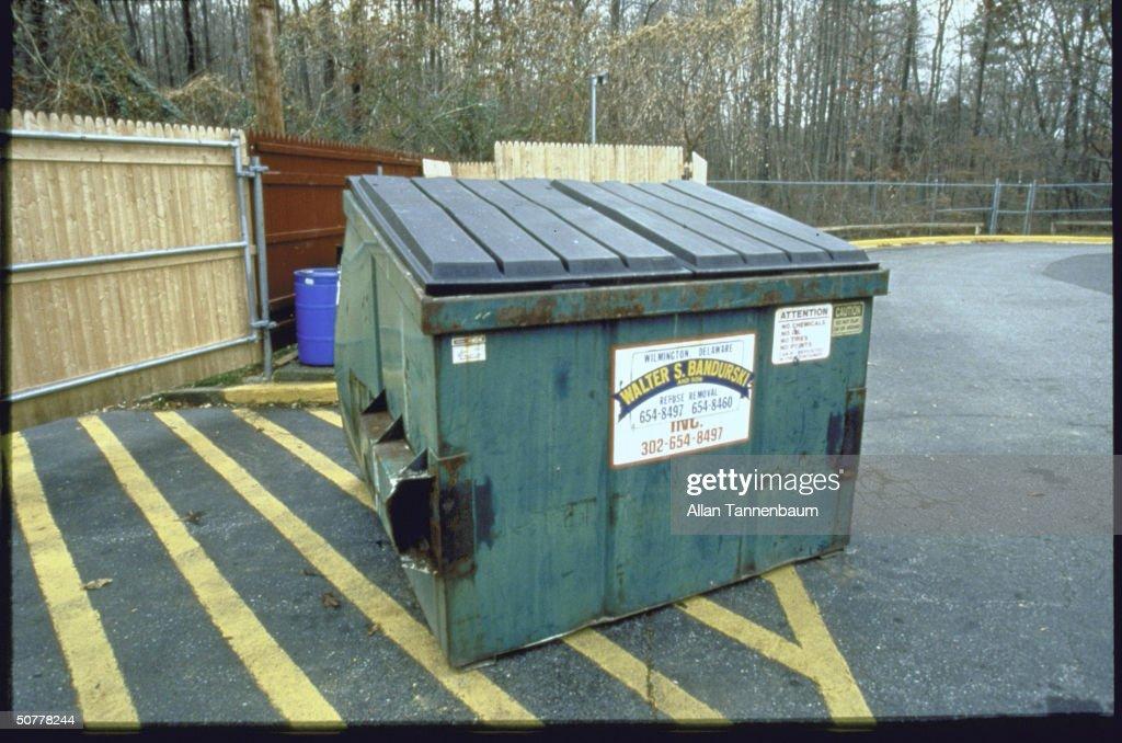 Dumpster behind Comfort Innn hotel in Newark DE where teens Amy Grossberg boyfriend Brian Peterson dumped the body of their newborn baby