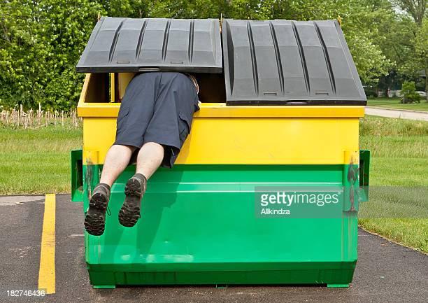 Plongeur la benne à ordures