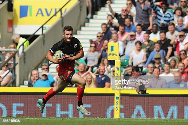 Duncan Taylor of Saracens crosses the try line to score the opening try during the Aviva Premiership final match between Saracens and Exeter Chiefs...