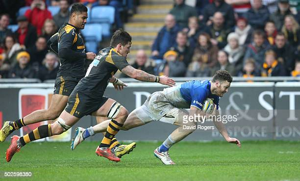 Duncan Taylor of Saracens dives over for the first try during the Aviva Premiership match between Wasps and Saracens at The Ricoh Arena on December...