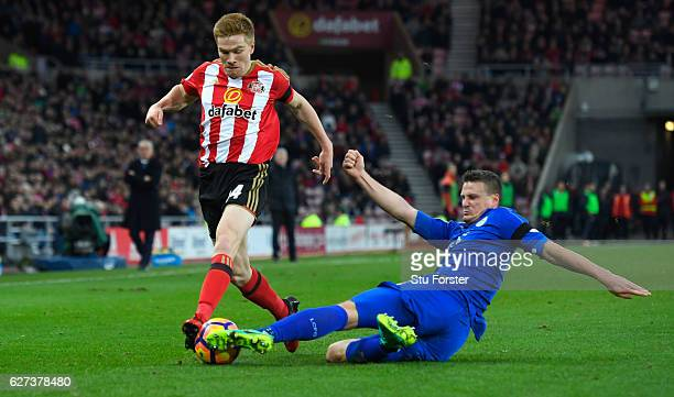 Duncan Watmore of Sunderland and Robert Huth of Leicester City compete for the ball during the Premier League match between Sunderland and Leicester...