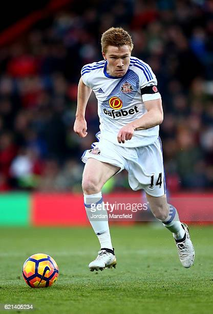 Duncan Watmore of Sunderland in action during the Premier League match between AFC Bournemouth and Sunderland at Vitality Stadium on November 5 2016...