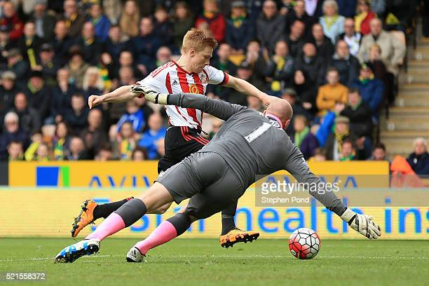 Duncan Watmore of Sunderland scores his team's third goal during the Barclays Premier League match between Norwich City and Sunderland at Carrow Road...
