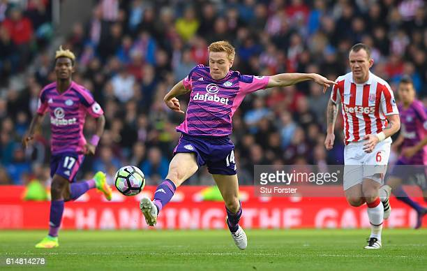 Duncan Watmore of Sunderland stretches to reach the ball during the Premier League match between Stoke City and Sunderland at Bet365 Stadium on...