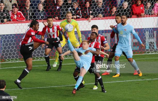 Duncan Watmore of Sunderland tries an over head kick during the Sky Bet Championship match between Brentford and Sunderland at Griffin Park on...