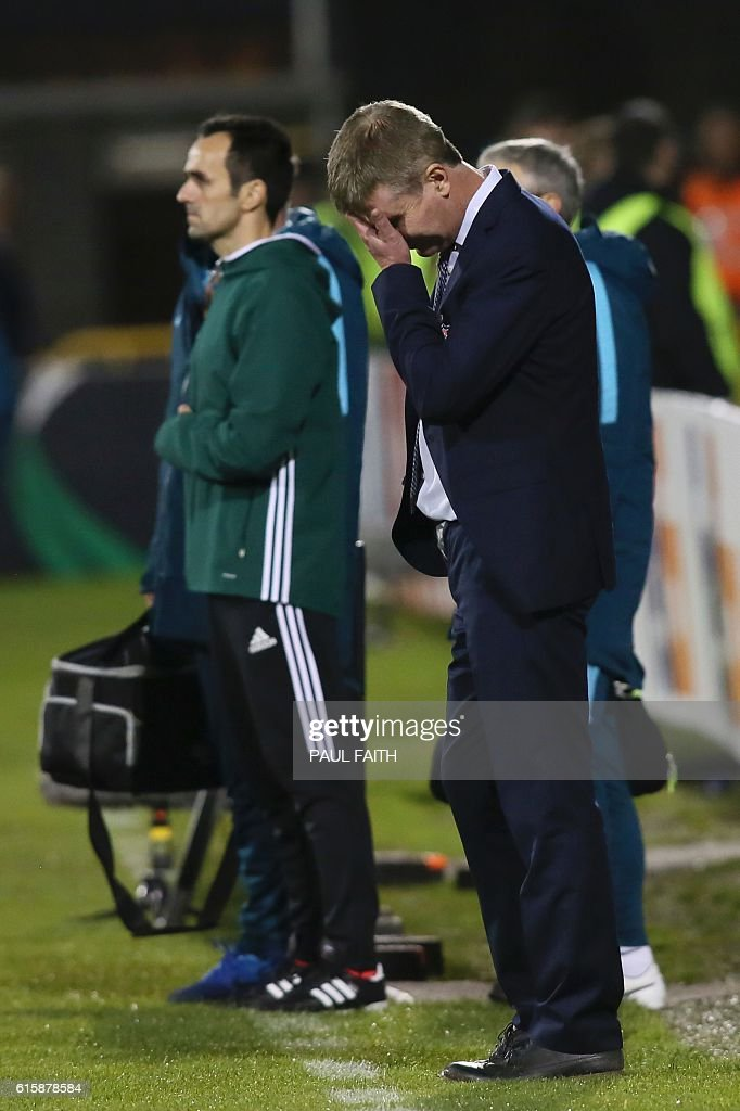 Dundalk's Irish manager Stephen Kenny (R) reacts on the touchline during the UEFA Europa League group D football match between Dundalk and Zenit Saint Petersburg at Tallaght Stadium in Dublin on October 20, 2016. / AFP / PAUL