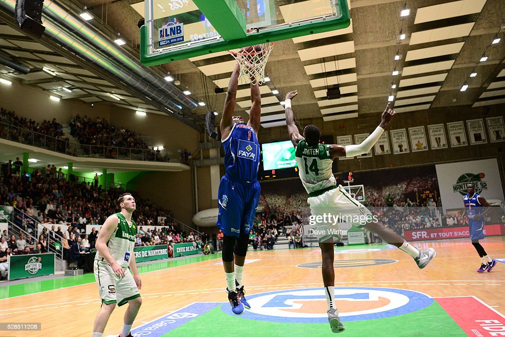 Dunk for Eric Dawson of Paris Levallois during the basketball French Pro A League match between Nanterre and Paris Levallois on May 5, 2016 in Nanterre, France.