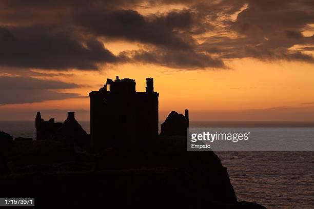 Château de Dunnottar, région de l'Aberdeenshire au lever du soleil.