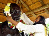 Global Spiritual and Humanitarian leader Indianborn Sri Sri Ravi Shankar attends 16 December 2006 a public gathering at the Phoenix Gandhi Settlement...