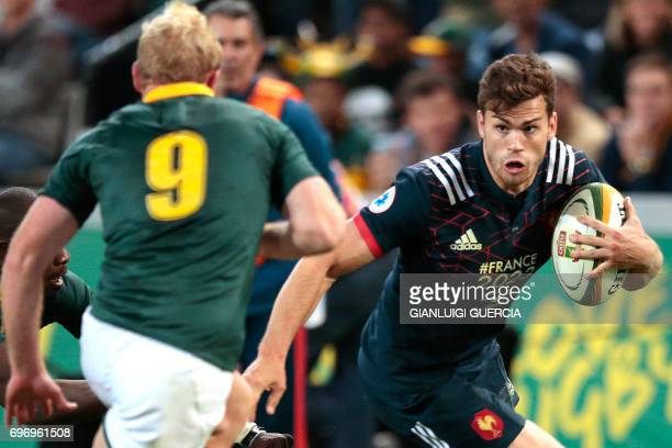 duriDamien Penaud of France runs with the ball during the International test match between South Africa and France at the Kingspark rugby stadium on...