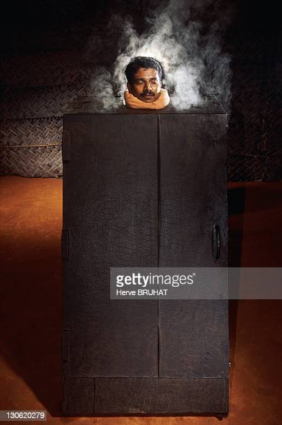 During 15 minutes the patient sits into a wooden box in which circulates steam laced with plants such as mauve Head is outside as it could not stand...