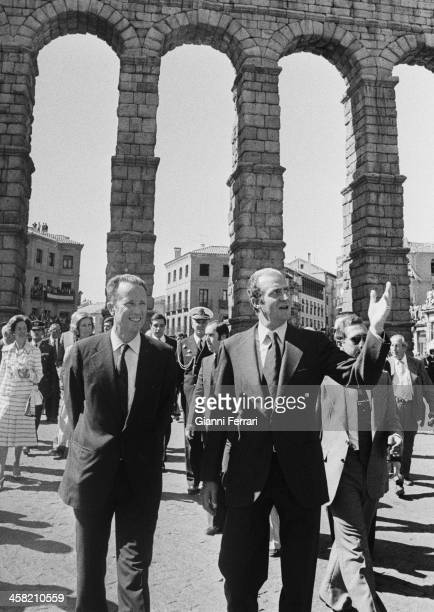 During his official trip to Spain the Belgian King Baudouin accompanied by the Spanish King Juan Carlos visit the aqueduct of Segovia 28th...