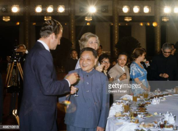 During his official visit to China the Spanish King Juan Carlos and Sofia attend a gala dinner with Teng Tsiaoping Beijing China