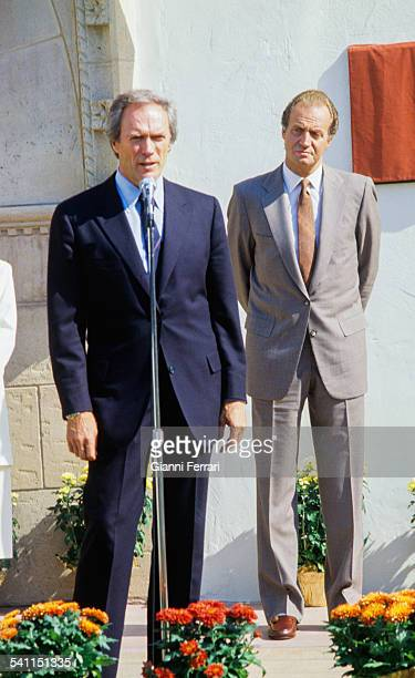 During his official visit to the United States the Spanish King Juan Carlos of Borbon greets Clint Eastwood mayor of Carmel 30th Septembe 1987 Carmel...