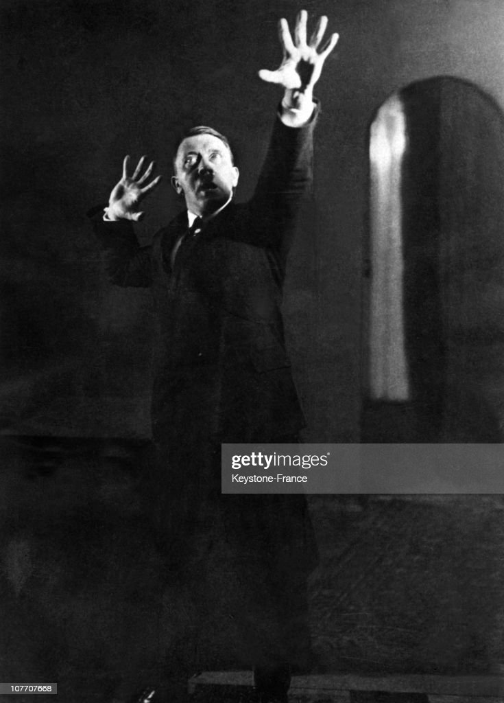 During The Autumn Of 1925, In Munich, Heinrich Hoffmann, Hitler'S Personal Photographer, Took A Series Of Photographs Of The Führer In The Process Of Mimicking One Of His Speeches. The Führer Was Studying Those Attitudes That Could Mark And Fascinate Audiences