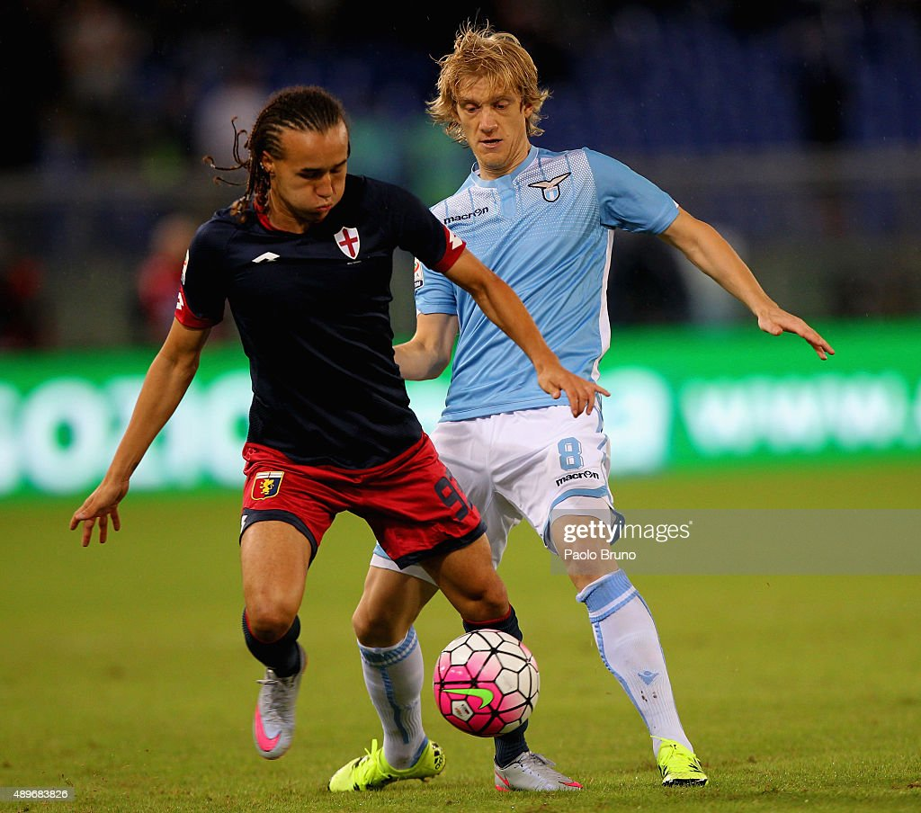 Dusan Basta (R) of SS Lazio competes for the ball with <a gi-track='captionPersonalityLinkClicked' href=/galleries/search?phrase=Diego+Laxalt&family=editorial&specificpeople=11047544 ng-click='$event.stopPropagation()'>Diego Laxalt</a> of Genoa CFC during the Serie A match between SS Lazio and Genoa CFC at Stadio Olimpico on September 23, 2015 in Rome, Italy.