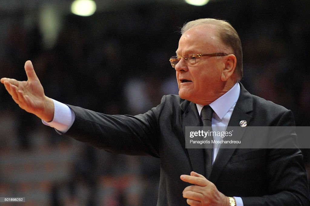 <a gi-track='captionPersonalityLinkClicked' href=/galleries/search?phrase=Dusan+Ivkovic&family=editorial&specificpeople=692169 ng-click='$event.stopPropagation()'>Dusan Ivkovic</a>, Head Coach of Anadolu Efes Istanbul react during the Turkish Airlines Euroleague Basketball Regular Season Round 10 game between Olympiacos Piraeus v Anadolu Efes Istanbul at Peace and Friendship Stadium on December 18, 2015 in Heraklion, Athens, Greece.