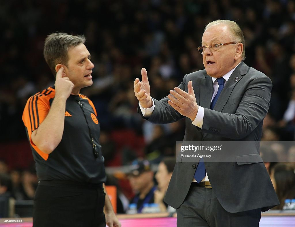 Dusan Ivkovic (R), Head Coach of Anadolu Efes Istanbul reacts during the Turkish Airlines Euroleague Basketball Top 16 Date 8 game between Anadolu Efes Istanbul v Laboral Kutxa Vitoria at Abdi Ipekci Arena on February 27, 2015 in Istanbul, Turkey.