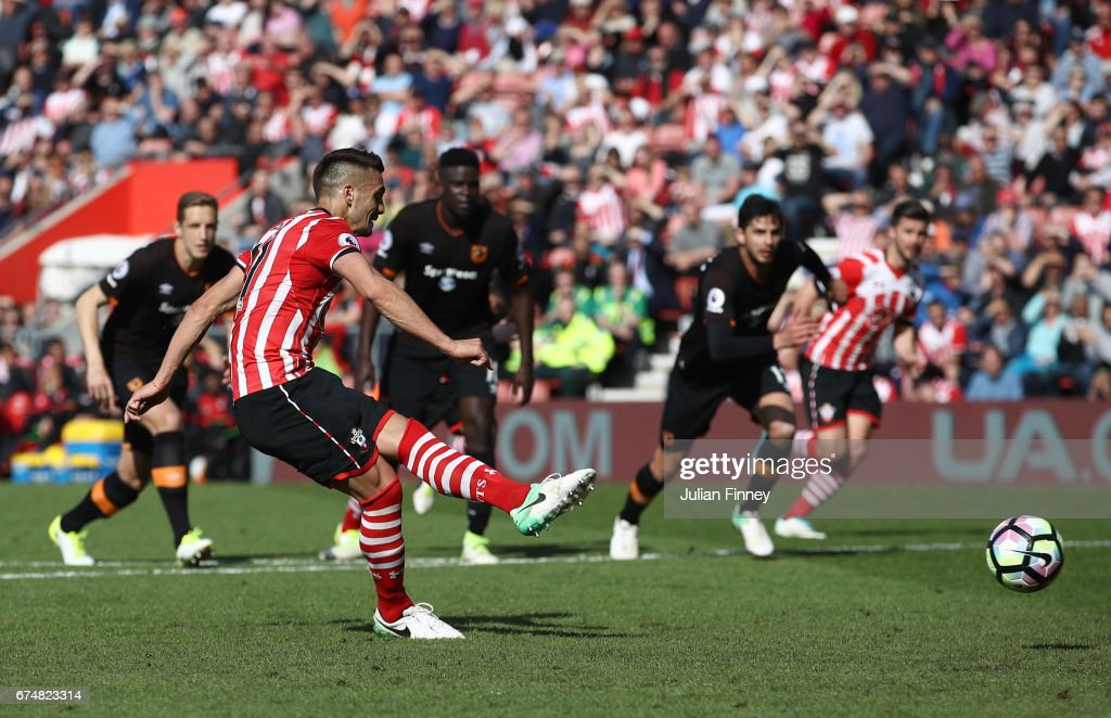 Dusan Tadic of Southampton fails to score from the penalty spot during the Premier League match between Southampton and Hull City at St Mary's Stadium on April 29, 2017 in Southampton, England.