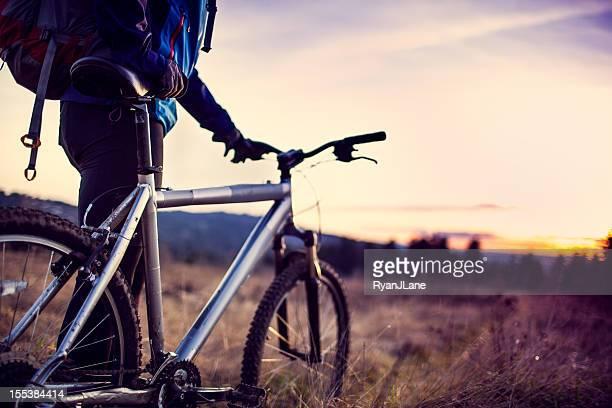 Balade en vélo au coucher du soleil