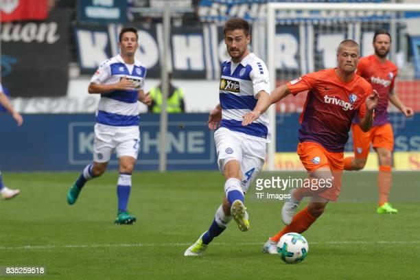 Dustin Bomheur spielt den Ball neben Felix Bastians of Bochum battle for the ball during the Second Bundesliga match between MSV Duisburg and VfL...
