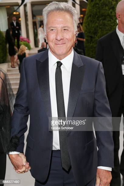 Dustin Hoffman arrives at the amfAR Gala Cannes 2017 at Hotel du CapEdenRoc on May 25 2017 in Cap d'Antibes France