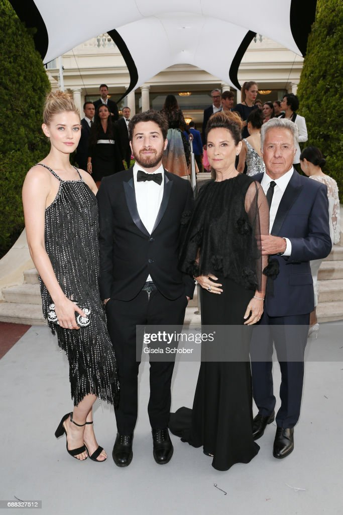 Dustin Hoffman, Lisa Hoffman, Jake Hoffman and Jenna Kelly arrive at the amfAR Gala Cannes 2017 at Hotel du Cap-Eden-Roc on May 25, 2017 in Cap d'Antibes, France.