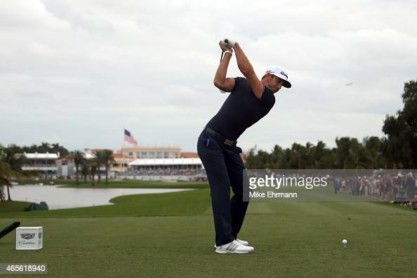 Dustin Johnson of the United States plays his tee shot on the eighteenth hole during the final round of the World Golf ChampionshipsCadillac...