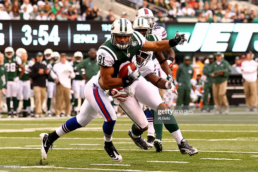 <a gi-track='captionPersonalityLinkClicked' href=/galleries/search?phrase=Dustin+Keller&family=editorial&specificpeople=2160327 ng-click='$event.stopPropagation()'>Dustin Keller</a> #81 of the New York Jets scores a touchdown as Justin Rogers #26 of the Buffalo Bills is late with the tackle during their game on November 27, 2011 at MetLife Stadium in East Rutherford, New Jersey.