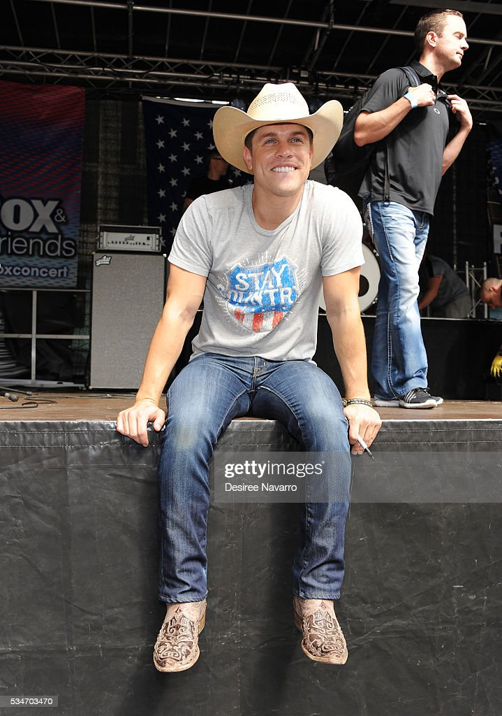 <a gi-track='captionPersonalityLinkClicked' href=/galleries/search?phrase=Dustin+Lynch&family=editorial&specificpeople=8612719 ng-click='$event.stopPropagation()'>Dustin Lynch</a> attends 'FOX & Friends' All American Concert Series outside of FOX Studios on May 27, 2016 in New York City.