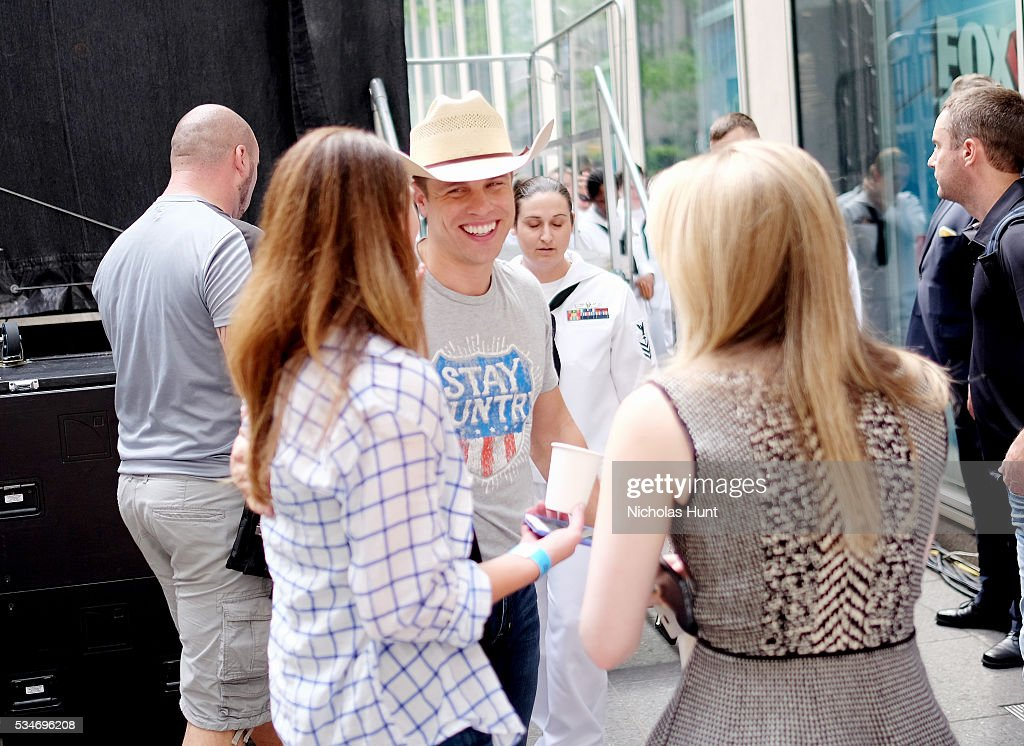 <a gi-track='captionPersonalityLinkClicked' href=/galleries/search?phrase=Dustin+Lynch&family=editorial&specificpeople=8612719 ng-click='$event.stopPropagation()'>Dustin Lynch</a> during 'FOX & Friends' All American Concert Series outside of FOX Studios on May 27, 2016 in New York City.