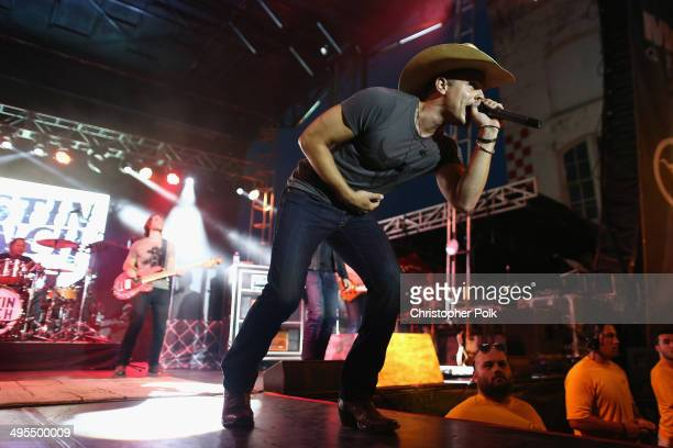 Dustin Lynch performs during Rodney Atkins 4th Annual Music City Gives Back on June 3 2014 in Nashville Tennessee