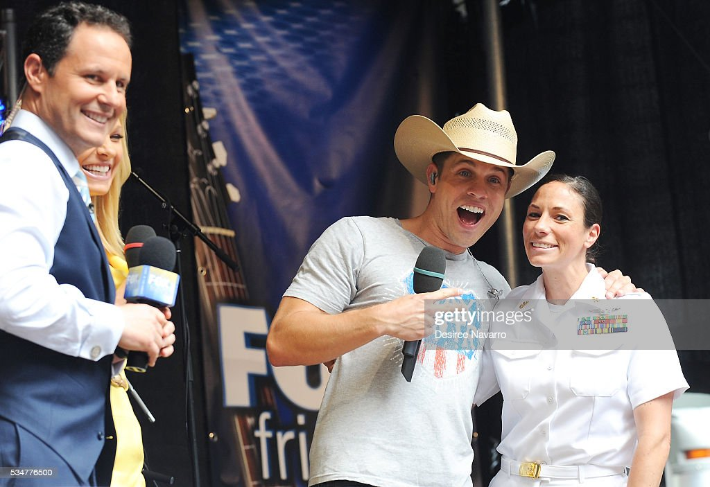 <a gi-track='captionPersonalityLinkClicked' href=/galleries/search?phrase=Dustin+Lynch&family=editorial&specificpeople=8612719 ng-click='$event.stopPropagation()'>Dustin Lynch</a> poses for a photo with a US Navy captain during 'FOX & Friends' All American Concert Series outside of FOX Studios on May 27, 2016 in New York City.