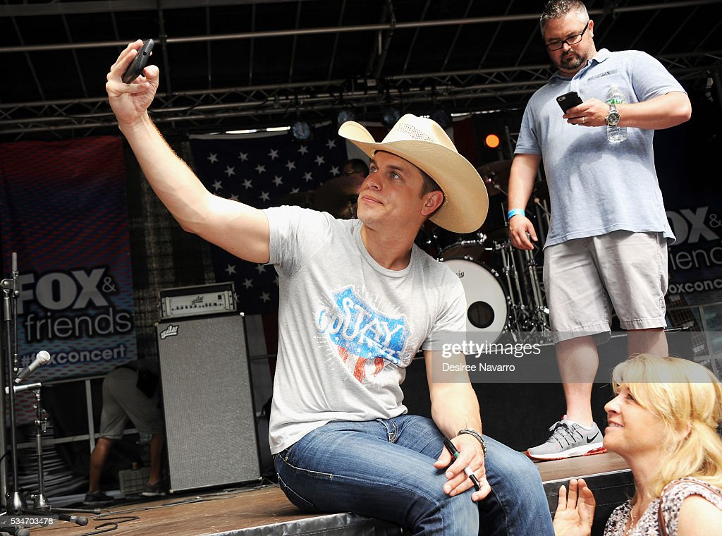 <a gi-track='captionPersonalityLinkClicked' href=/galleries/search?phrase=Dustin+Lynch&family=editorial&specificpeople=8612719 ng-click='$event.stopPropagation()'>Dustin Lynch</a> poses for photos with fans during 'FOX & Friends' All American Concert Series outside of FOX Studios on May 27, 2016 in New York City.