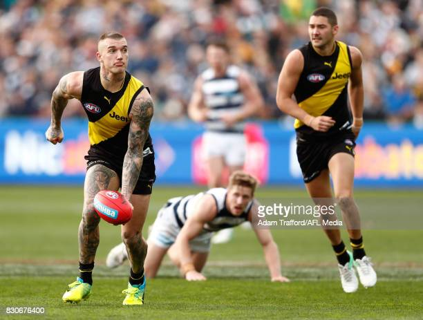 Dustin Martin of the Tigers handpasses the ball during the 2017 AFL round 21 match between the Geelong Cats and the Richmond Tigers at Simonds...