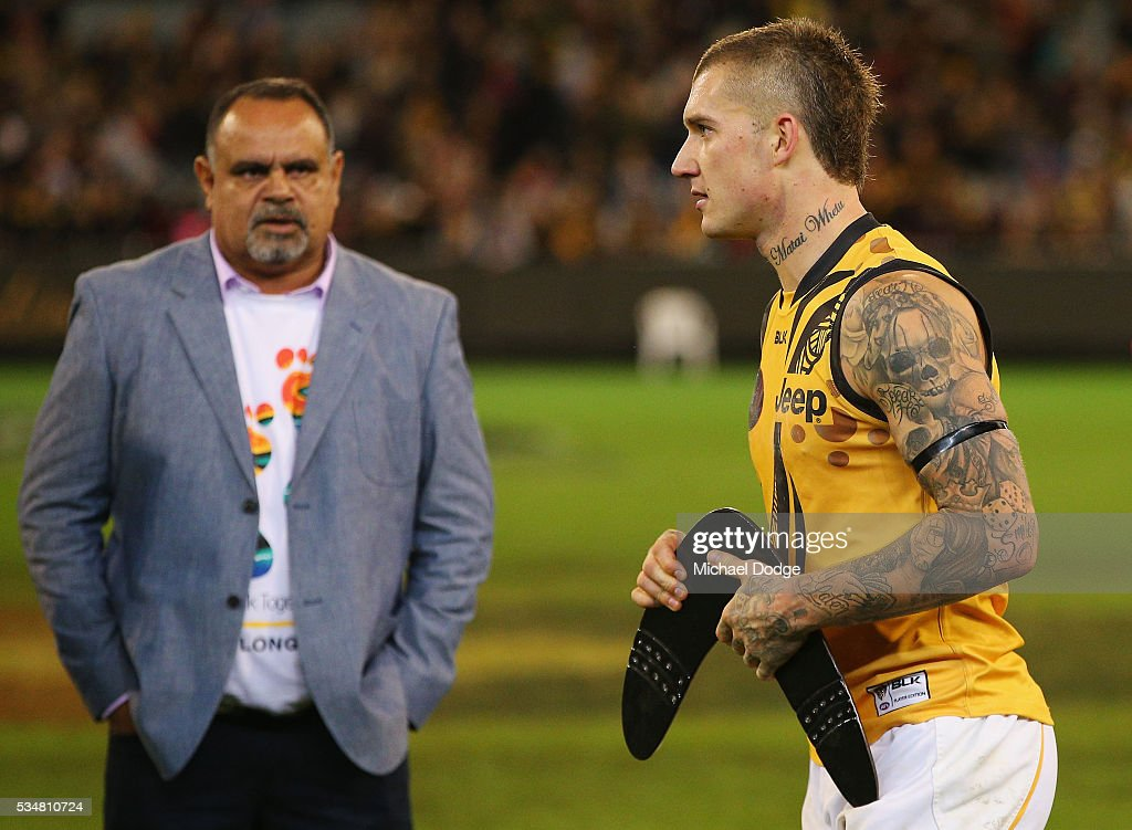 <a gi-track='captionPersonalityLinkClicked' href=/galleries/search?phrase=Dustin+Martin&family=editorial&specificpeople=5404528 ng-click='$event.stopPropagation()'>Dustin Martin</a> of the Tigers walks off with a boomerang in front of Bombers legend <a gi-track='captionPersonalityLinkClicked' href=/galleries/search?phrase=Michael+Long+-+Australisk+fotbollsspelare&family=editorial&specificpeople=178977 ng-click='$event.stopPropagation()'>Michael Long</a> for his best afield performance uring the round 10 AFL match between the Essendon Bombers and the Richmond Tigers at Melbourne Cricket Ground on May 28, 2016 in Melbourne, Australia.