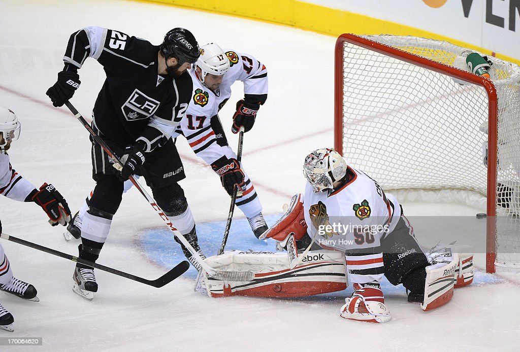 <a gi-track='captionPersonalityLinkClicked' href=/galleries/search?phrase=Dustin+Penner&family=editorial&specificpeople=589919 ng-click='$event.stopPropagation()'>Dustin Penner</a> #25 of the Los Angeles Kings scores against goaltender <a gi-track='captionPersonalityLinkClicked' href=/galleries/search?phrase=Corey+Crawford&family=editorial&specificpeople=818935 ng-click='$event.stopPropagation()'>Corey Crawford</a> #50 of the Chicago Blackhawks in the second period of Game Four of the Western Conference Final during the 2013 NHL Stanley Cup Playoffs at Staples Center on June 6, 2013 in Los Angeles, California.