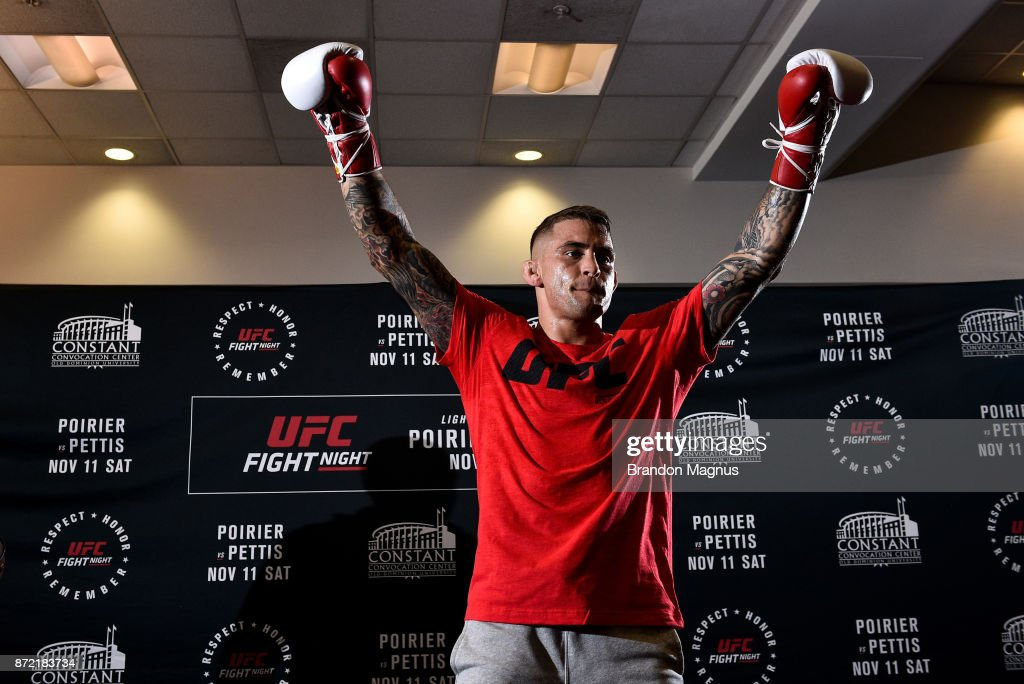 Dustin Poirier holds an open workout session for fans and media on November 9, 2017 in Norfolk, Virginia.