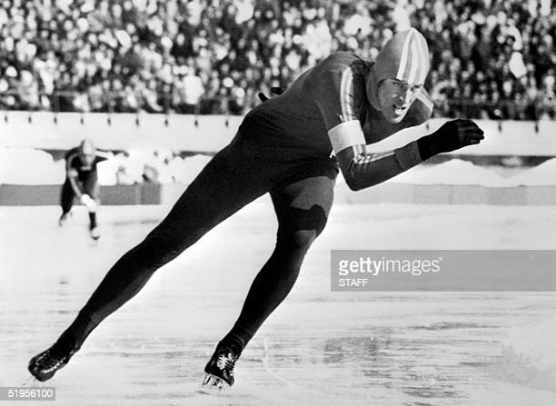 Dutch Ard Schenk skates around the curve on his way to a gold medal in the men's 1500m speed skating event 06 February 1972 in Sapporo at the Winter...