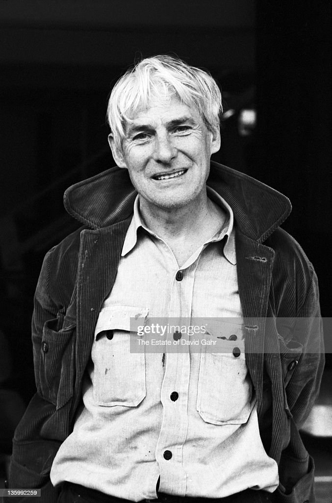 Dutch artist <a gi-track='captionPersonalityLinkClicked' href=/galleries/search?phrase=Willem+de+Kooning&family=editorial&specificpeople=1110918 ng-click='$event.stopPropagation()'>Willem de Kooning</a> poses for a portrait in November, 1967 in New York City, New York.