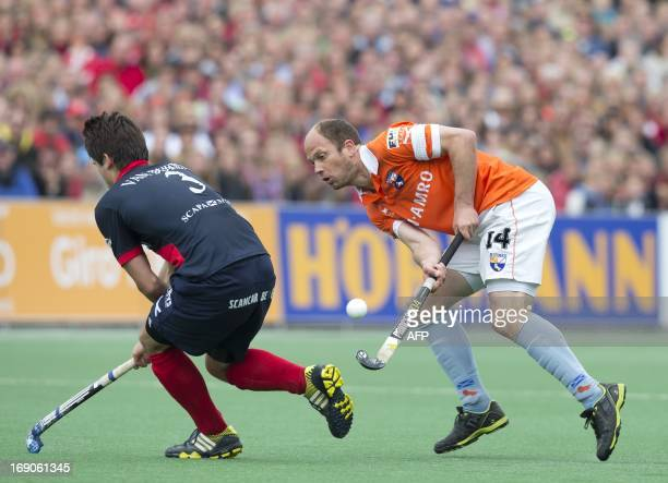 Dutch Bloemendaal player Teun de Nooijer vies with Belgian KHC Dragons player Arthur van Doren during their Euro Hockey League final in Bloemendaal...