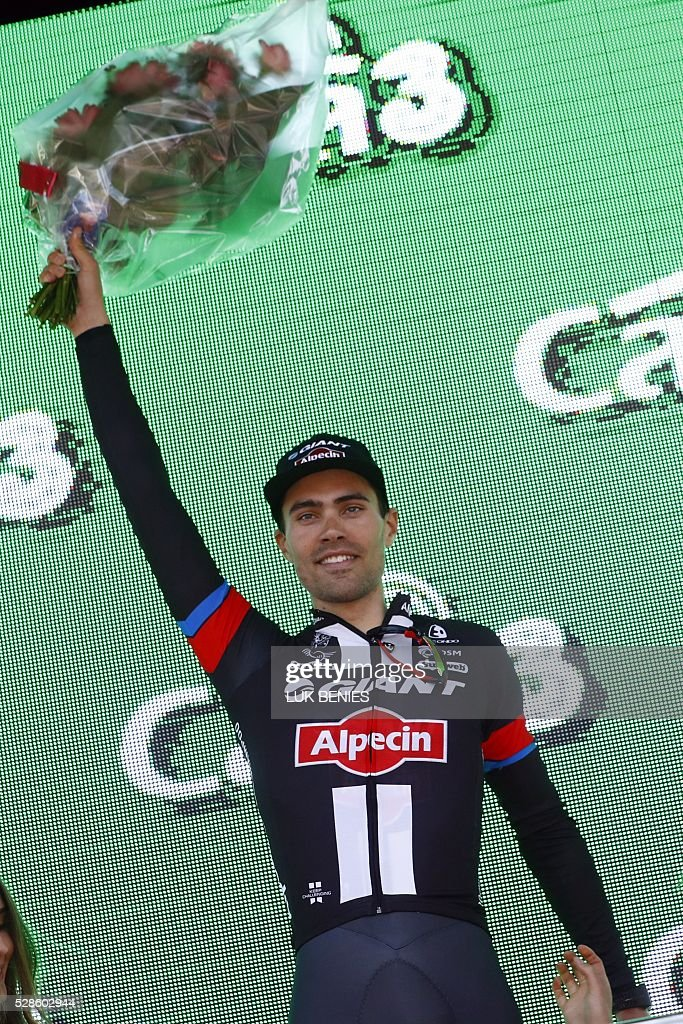 Dutch cyclist Tom Dumoulin of Giant - Alpecin celebrates on the podium after the 1st individual time trial stage of 99th Giro d'Italia (Tour of Italy) from Apeldoorn to Apeldoorn on May 6, 2016 in Apeldoorn. / AFP / LUK