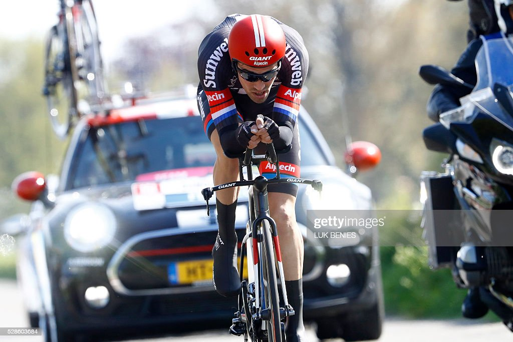 Dutch cyclist Tom Dumoulin of Giant - Alpecin competes during the 1st individual time trial stage of the 99th Giro d'Italia (Tour of Italy) from Apeldoorn to Apeldoorn on May 6, 2016 in Apeldoorn. / AFP / LUK