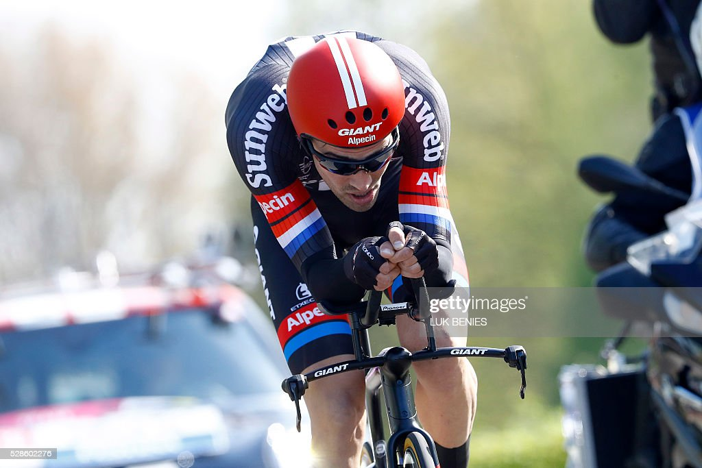 Dutch cyclist Tom Dumoulin of Giant - Alpecin competes during the first stage of the Giro d'Italia 2016 at Apeldoorn, Netherlands, on May 6, 2016, an individual time trial over 9.8km through Apeldoorn. / AFP / ANP / LUK BENIES / Netherlands OUT